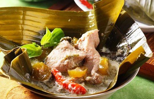 Resep dan Cara Memasak Garang Asem Ayam Dibungkus Daun Pisang