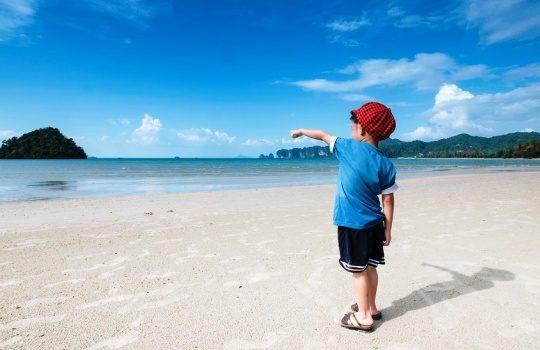 Manfaat Mengajak Anak Traveling dan Liburan